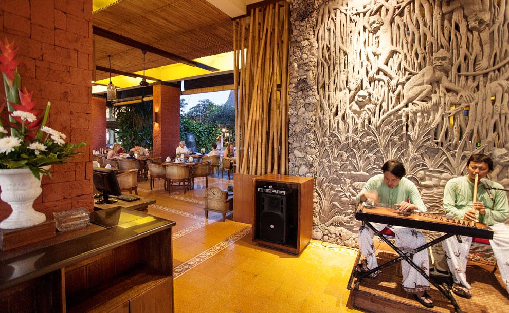 ramayana-hotel-kuta-bali-gabah-restaurant-live-music