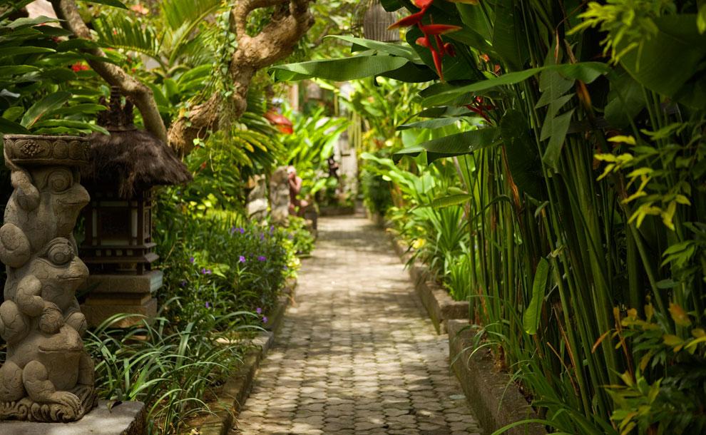 ramayana-hotel-kuta-bali-pathway
