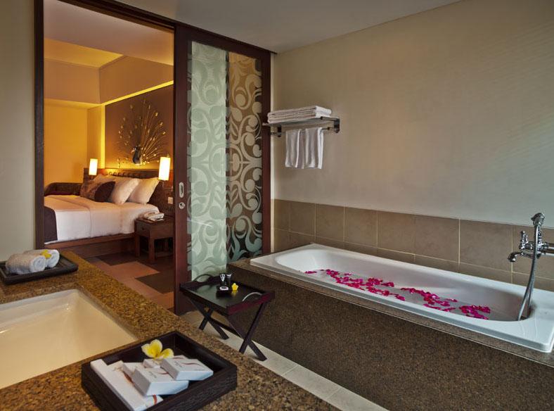 Sun_island_rest room